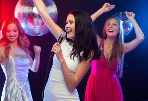 Mơ thấy karaoke