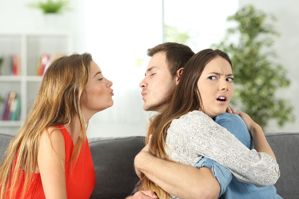 Mơ thấy chồng ngoại tình là điềm báo gì? Ý nghĩa giấc mơ ngoại tình
