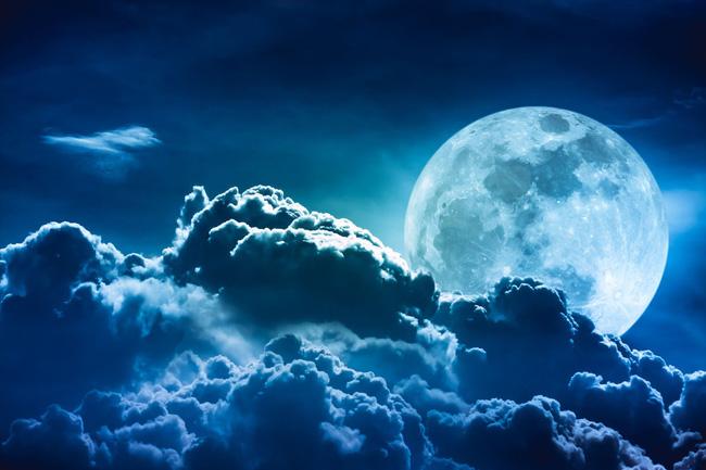 Mơ thấy hiện tượng mặt trăng lớn là điềm báo gì?