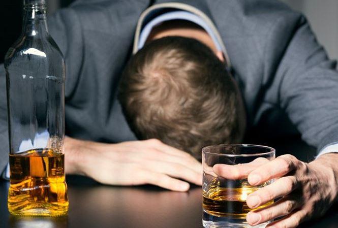 Mơ thấy mình phải chạy trốn khỏi người say rượu là điềm báo gì?